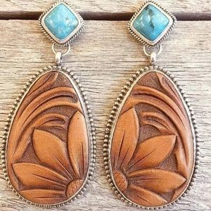 Jewelry - Western Turquoise carved wood look drop earring